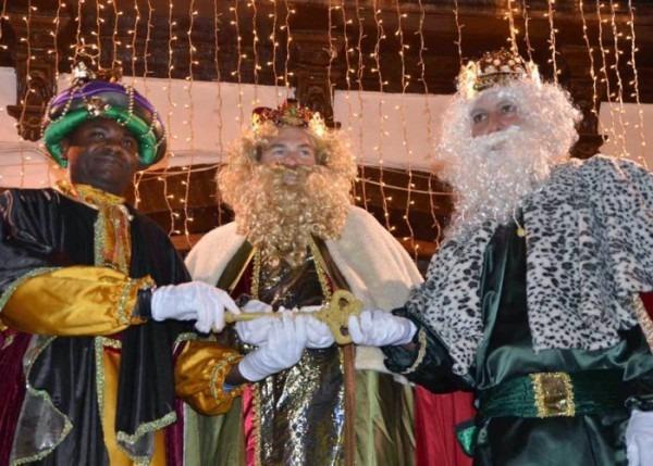 Fiestas, Pasacalles Y Cabalgatas Para Recibir A Los Reyes Magos En